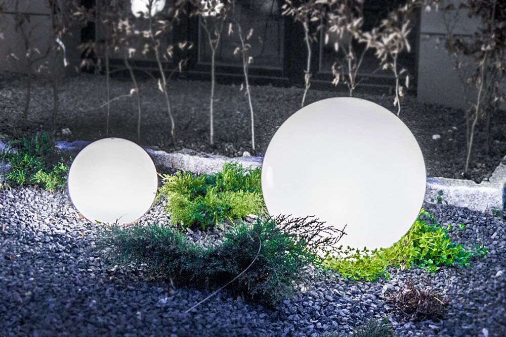 A Set Of Decorative Garden Balls Luna Balls 20 25 30 40 Cm Led Bulbs