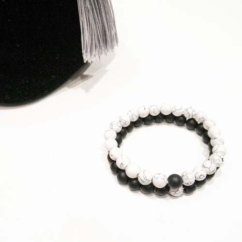 A set of bracelets with beads - black, marble