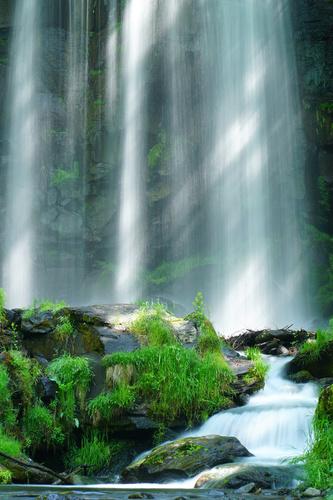 Wall mural Karasawa waterfall, rocks, sun rays, greenery