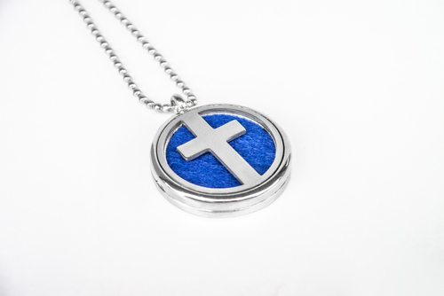 Scented pendant with an oil diffuser - with a cross motif