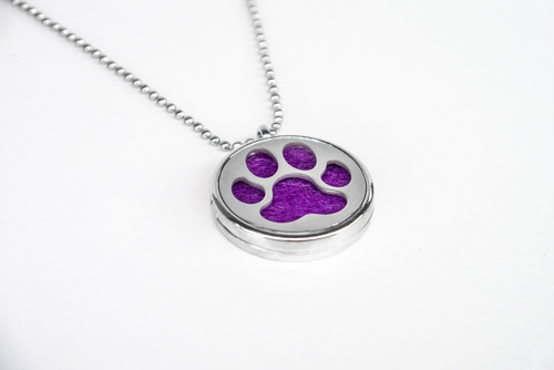 Scented pendant with an oil diffuser - with a dog's paw motif