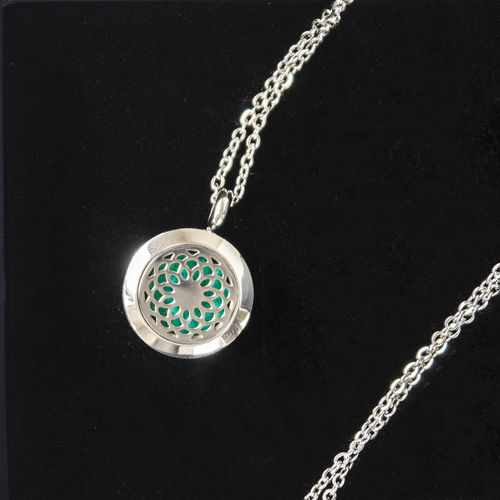 Scented pendant with an diffuser of oils - with an openwork 2cm star motif
